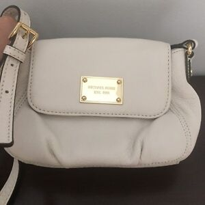 Michael Kors Leather Purse New Without Tag Mint
