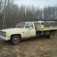 1981 Chevrolet Other Pickup Truck with hydraulic dump deck $3500
