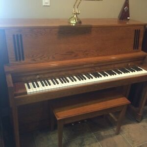 Baldwin Hamilton upright piano - oak finish