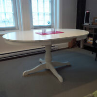 Table Ikea INGATORP- seulement 1 mois d.utilisation!!