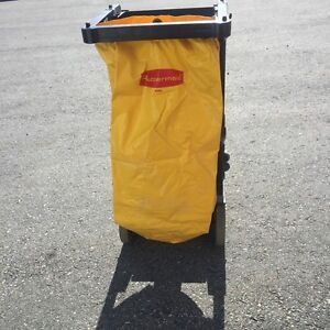 Rubbermaid commercial laundry/ cleaning cart
