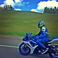 K7 GSXR-600 BLUE AND WHITE (looking for TRADES or CASH)