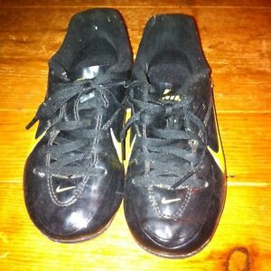 Soccer shoes. Nike child size 13 London Ontario image 2