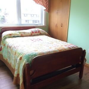 Antique Solid Maple 6-Piece Bedroom Set (3/4 bed)
