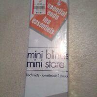 New mini blind white( 42 x 45 in)