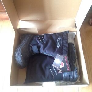 Child size 13 winter snow boots