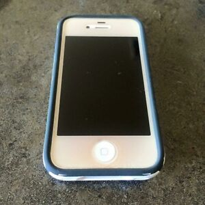 iPhone 4 - 8 GB EUC Strathcona County Edmonton Area image 1