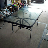 Patio Table / Table de Terrasse
