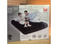 Double air bed with internal pump for easy inflation bargain