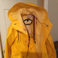 Helly Hansen heavy duty rain gear - men's size large