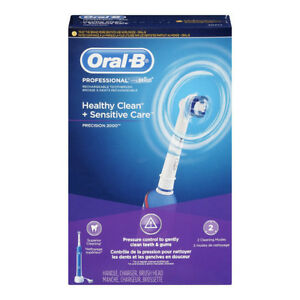 BRAND NEW Oral-B Precision 2000 Rechargeable Toothbrush 2 pieces