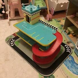 Le toy van garage