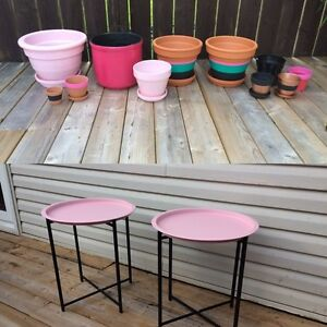 2 brand new patio side tables and matching planters