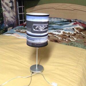 Lampe de table mustang