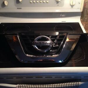 Nissan Rogue grill