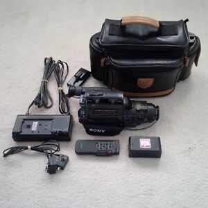 *** SONY CCD-FX310 Video 8 Camcorder - NEEDS REPAIR ***
