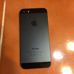 iPhone 5 32gb unlocked  London Ontario image 2