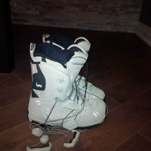 Snowboard and boots- Salomon London Ontario image 6