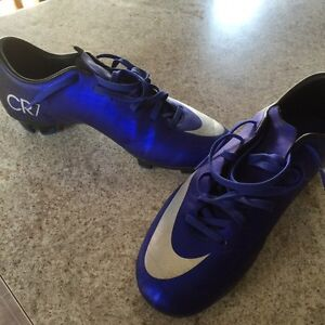 CR7 youth size 6 1/2 soccer shoes Cambridge Kitchener Area image 2