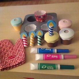MELISSA & DOUG BAKE & DECORATE CUP CAKE SET