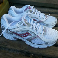 NEW Womens Size 7 - SAUCONY Running Shoes