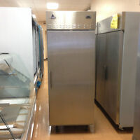Congélateur S/S 1 porte pour restaurent, épiceries, dépaneurs