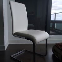 6 chaises design blanches 500$