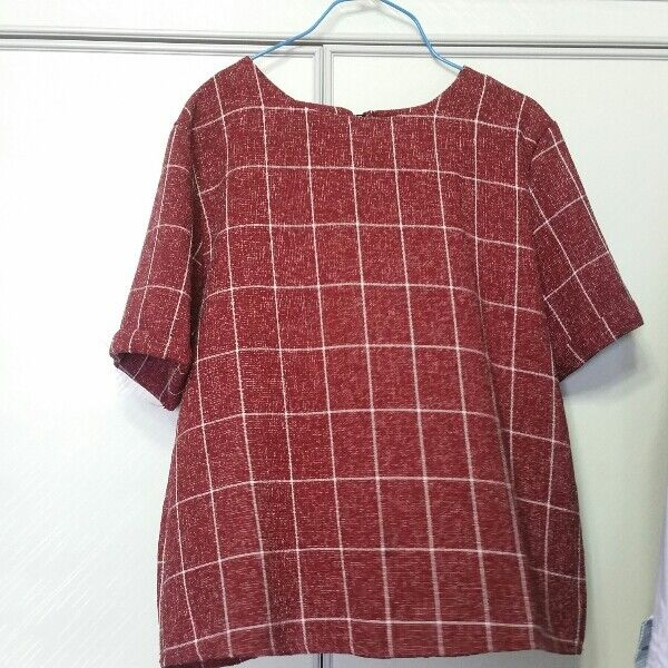 Free size box top blouse maroon