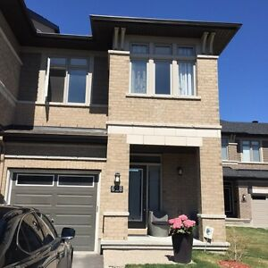 GORGEOUS END UNIT TOWNHOME FOR SALE!!