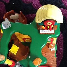 Jungle munch munch tavern & animals