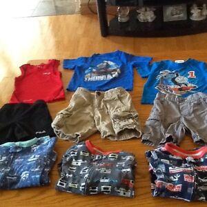 Boys excellent condition size 2T clothes