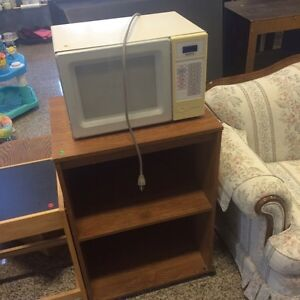 Sanyo microwave and stand
