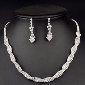 A Suit of Chic Embellished Rhinestoned Necklace and Earrings