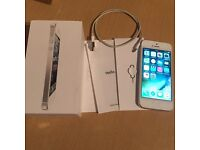 iPhone 5 16GB Silver / White Factory Unlocked To All Networks