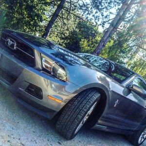 2011 FORD MUSTANG V6, PONY PACKAGE, LEATHER SEATS, HEATED SEATS!
