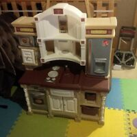Step 2 Childrens Play Kitchen with Food & Cookware
