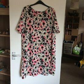 Ladies flower dress size 22