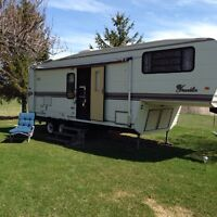 1994 Franklin 27' 5th wheel trailer