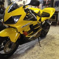 Honda cbr600 f4i cash or trade for sled