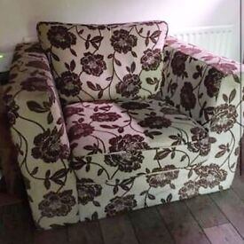 Cottage style arm chair. Very comfy