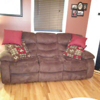 LIKE NEW RECLINER COUCH AND LOVE SEAT SET