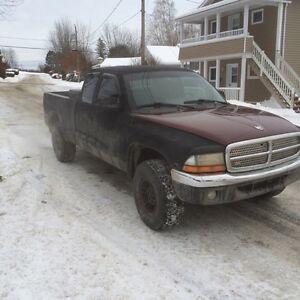 Dodge dakota 2000 4x4 1400$$
