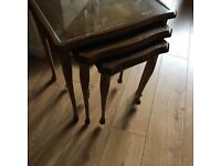 antique coffee table set of 3 with glass shelf queen Anne legs very good condition