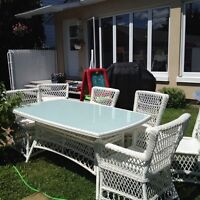 Ensemble de jardin (patio) table et 6 chaises en rotin