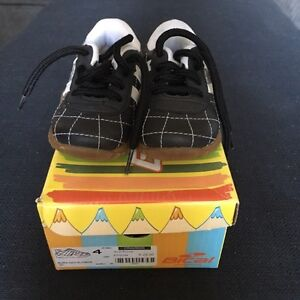 Baby Bical runners size 4