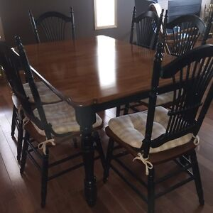 SEEKING FAMILY- ABSOLUTELY PERFECT DINING TABLE AND 6 CHAIRS