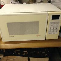 Microwave oven - Four micro onde