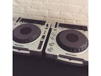 Pioneer CDJ-800 mk2 CD MP3 decks