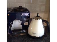 Delonghi cream kettle with box