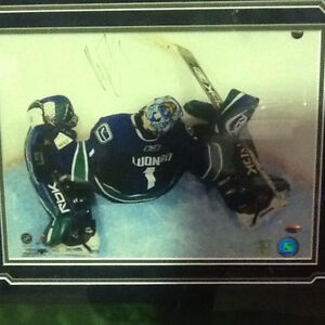 Vancouver Canucks Goalie Roberto Luongo Signed Picture $150